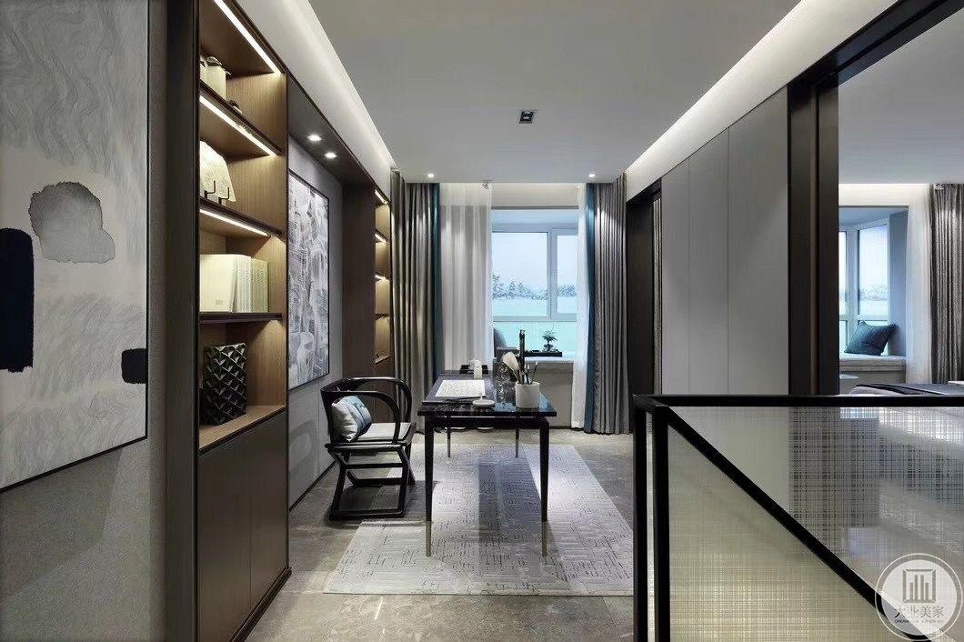 书房是女主人的私人空间,因而连接着主卧,依然采用素雅精致的装修风格,背景墙做成两个对称储物柜,在达到美观效果的同时,也起到了装饰空间的作用。