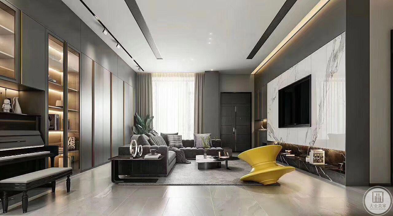 主客厅是一个观影室,简单的沙发搭配简约的地毯,背景墙是同色系的储物柜,以供女主人收纳一些物品,黄色的装饰物达到提高整体活力的作用。