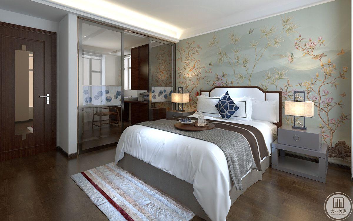 卧室背景墙延续颇具中式风格的屏风,依然选用淡雅的风格,木质地板搭配简单的床品,使其整体浓淡适宜,相得益彰。