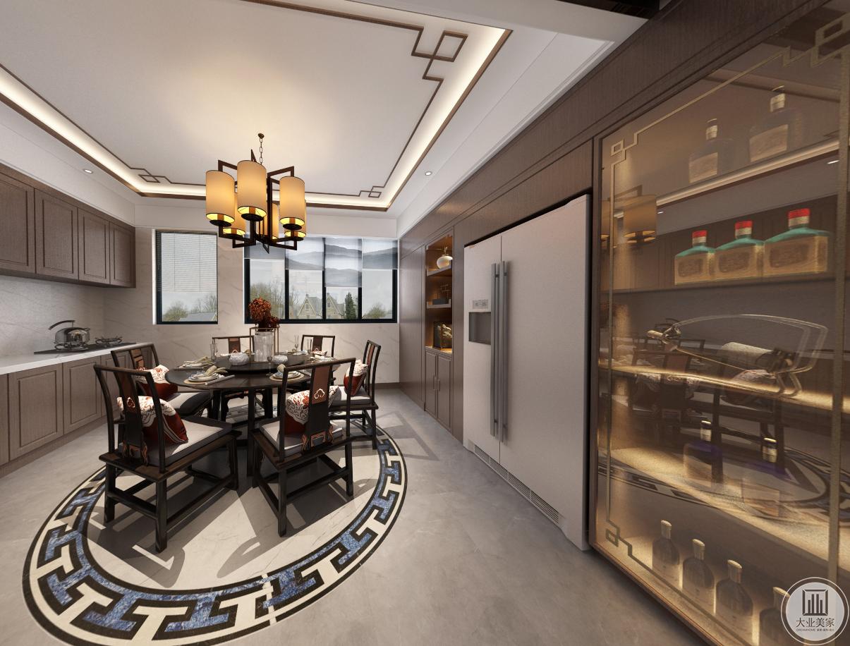 依照户主的需求和生活习惯,设计师在餐厅设计了酒柜,地面拼花和小圆桌相映成趣,吊顶装饰物和酒柜一致,整体简约,但是细节精致。