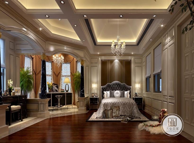 主卧的设计上整体格调以暖色为主,配以高贵的欧式家具,营造出厚重而温暖的感觉。