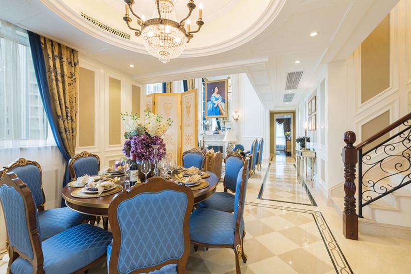 客厅与餐厅相连,用一扇屏风半隔开,依然选用蓝色椅子,即凸显出欧式的高贵之感也和客厅更为协调,大理石地板的花色素雅耐看。