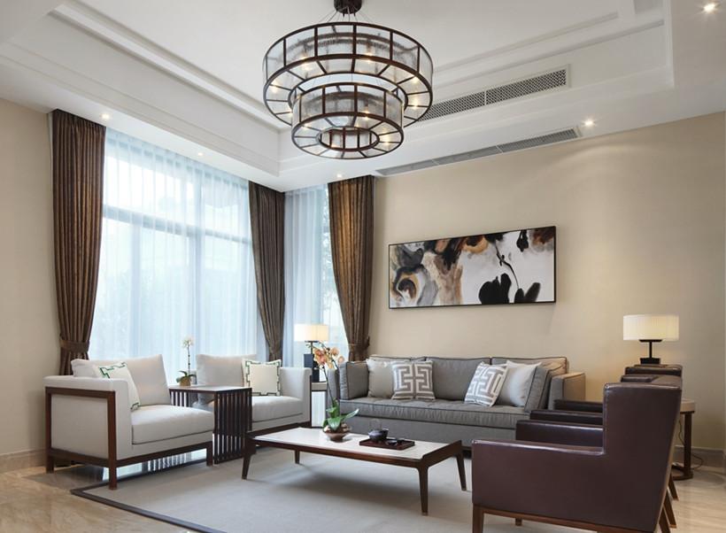 客厅空间方正工整,两侧分离对称式博古架,茶几、沙发与四方椅,恰到好处的拿捏,合意之美生出别样中式风情。